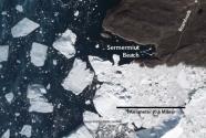 Largest icebergs strand