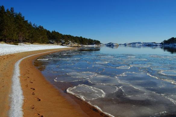 norway-beach-snow