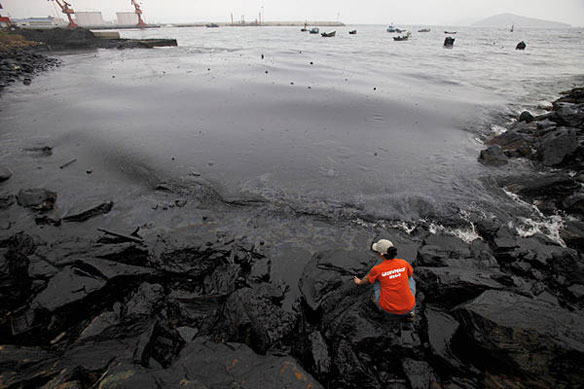 china oil spill greenpeace