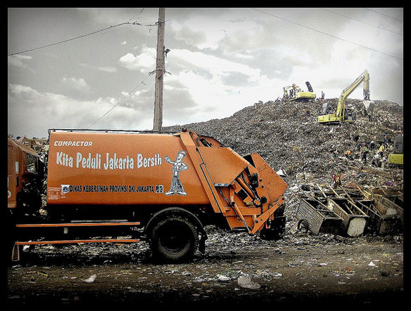 Green Project Attempts To Tackle Jakarta's Huge Mountains of Waste