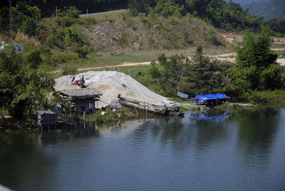 Tatai River Sand Dredging Resumes, Cambodia