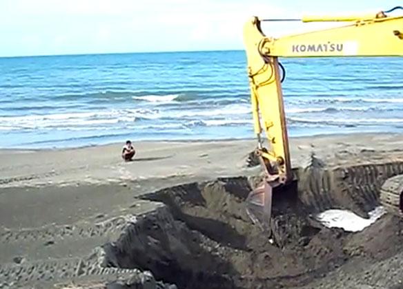 Probe Urged on Black Sand Mining
