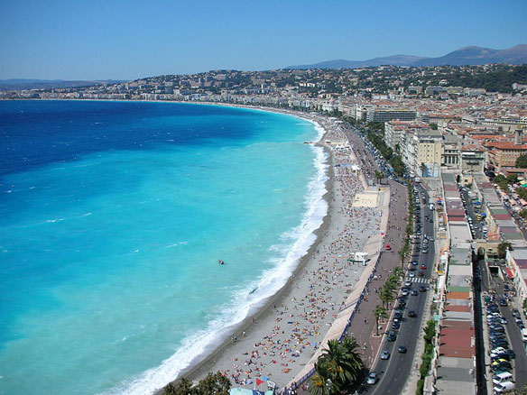 First French Seaside Resort to Have Smoke-Free Beach