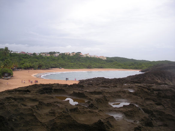 Playa Mar Chiquita, Puerto Rico; Pablo A. Llerandi-Román