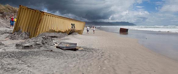 rena-container-beach
