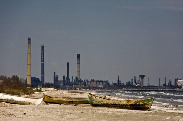 Russia Battles to Contain Black Sea Oil Spill