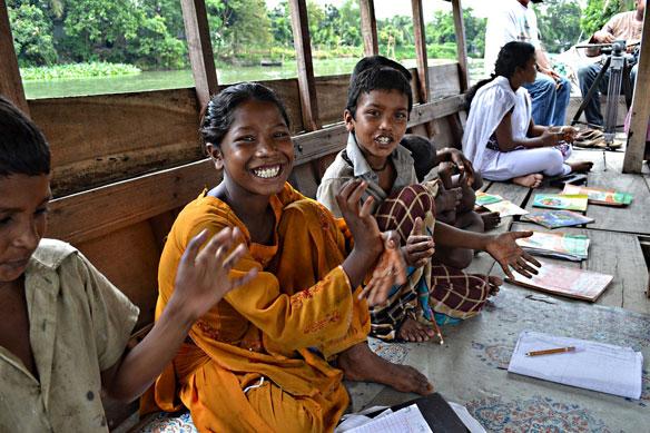 school-boats-bangladesh