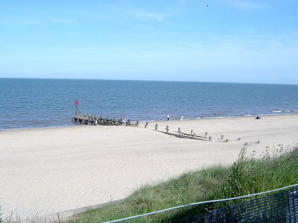 hopton-beach-erosion-uk
