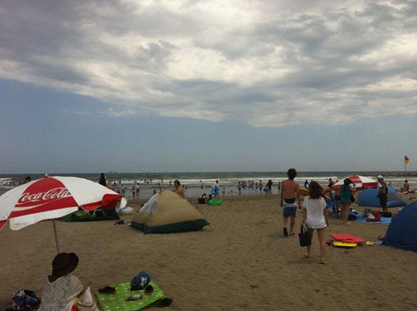japan-beachgoers