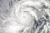 Death Toll Exceeds 1,000 After Typhoon Slams Philippines