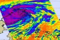 Super-Typhoon Haiyan Maintain Strength Crossing Philippines
