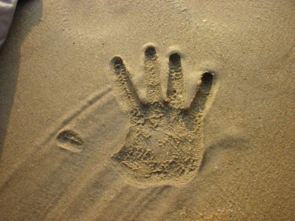 sand-hand-print