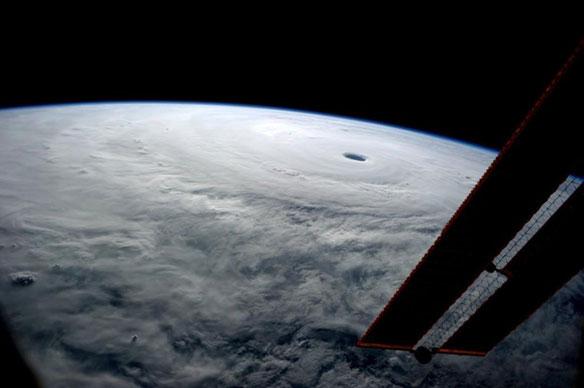 Typhoon Vongfong Slams Japan, Sprints Toward Tohoku