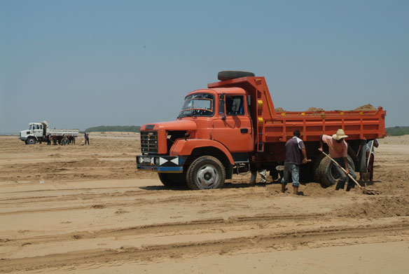 Illegal Sand Miners Remain Unfazed, India
