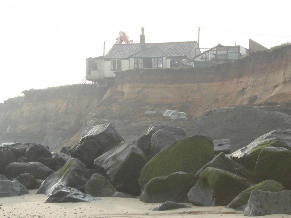 houses-coastal-erosion-uk1