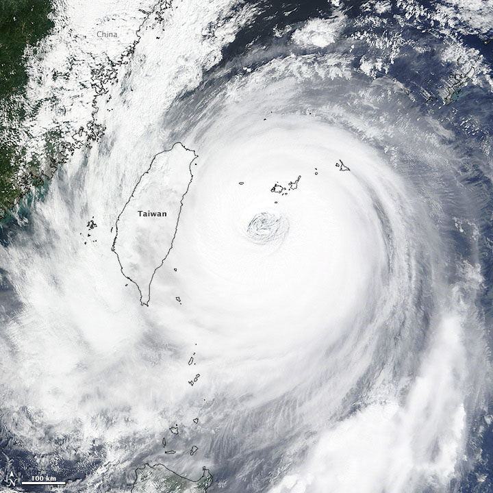 Super-typhoon Dujuan Slams Northern Taiwan