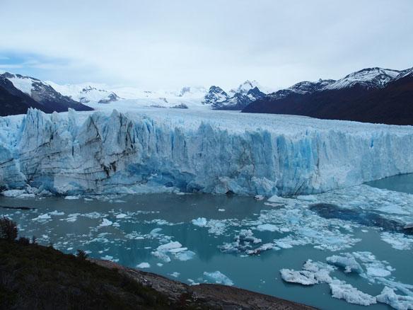 Huge glacier collapses in Argentina