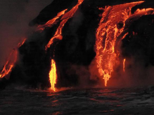 kilauea-lava-dark