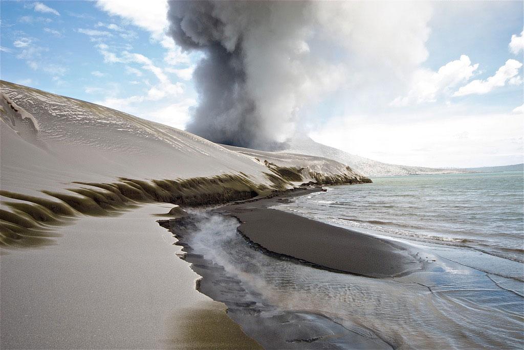 Volcanic eruption masked acceleration in sea level rise
