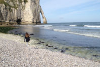 etretat-child-pebble-beach