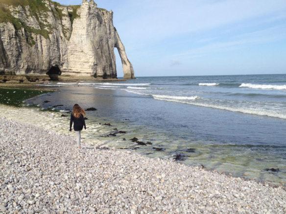 etretat-child-pebble-beach